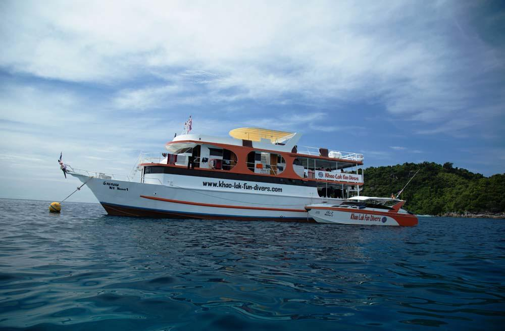 dolphin-queen-other-budget-similan-liveaboard-diving-boats