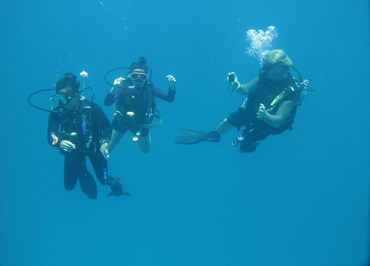 Youngsters can learning to scuba dive in Thailand photo credit to Alex 1