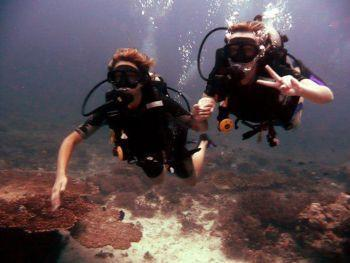 divers-at-Richelieu-rock