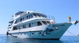 mv bavaria similan diving liveaboard at richelieu rock