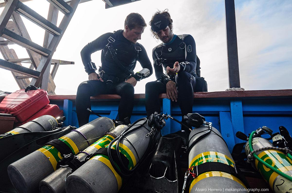 Nitrox Tanks and divers