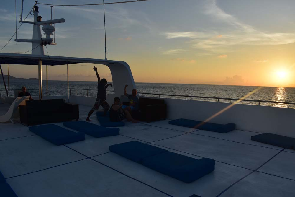 Sundeck-in-sunset-Sawasdee-Fasai-diving.jpg