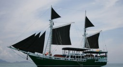 Merdeka 1 Similan diving boat Thailand